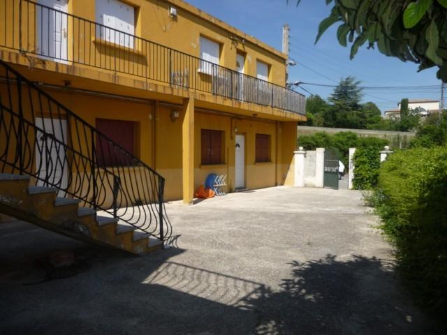 Location Appartement T3 MARSEILLE 13013 ST MITRE A LA LOCATION - RDC  - PETIT IMMEUBLE - FACILITE STATIONNEMENT
