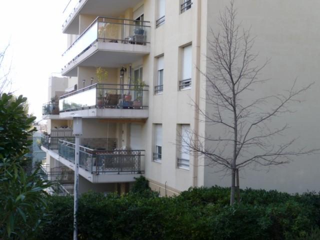 Location Appartement T2 MARSEILLE 13EME ST JEROME DANS RESIDENCE FERMEE RECENTE - 4EME ETAGE - ASC - TERRASSE 11m² - GARAGE EN SOUS SOL - CAVE - PROX. COMMODITES