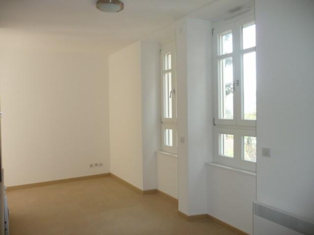 Location Appartement T1 MARSEILLE 13EME CHATEAU GOMBERT A LOUER - AU COEUR DU VILLAGE - PETIT IMMEUBLE RECENT - 1ER ETAGE - ASCENSEUR - PROX. TT COMMODITES
