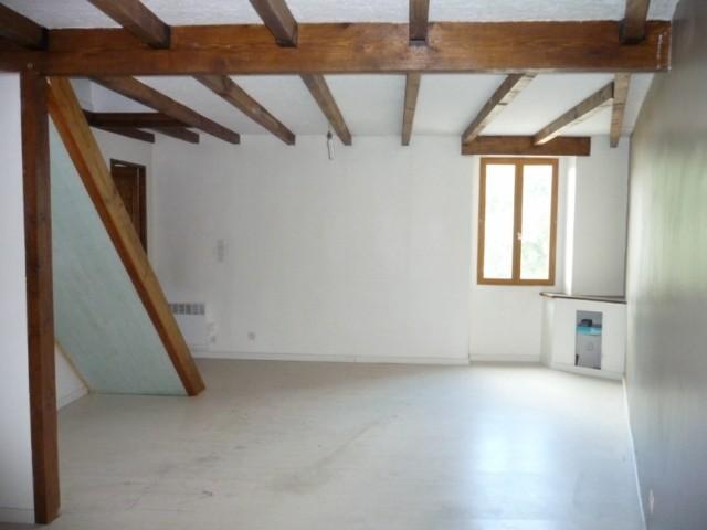 Location Appartement T2/3 PLAN DE CUQUES LES MADETS A LA LOCATION - 1ER ETAGE D'UNE MAISON DE VILLAGE - PROCHE COMMODITES