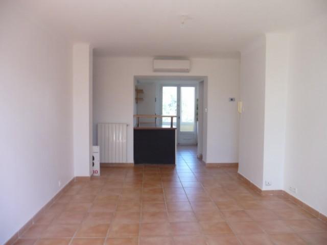 Location Appartement T3 PLAN DE CUQUES A LA LOCATION - PETITE RESIDENCE FERMEE - 1ER ETAGE - BALCON - LOGGIA - PARKING - CAVE