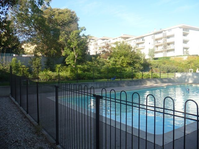 Locations appartement t2 f2 marseille 13eme la croix rouge for Piscine 13eme