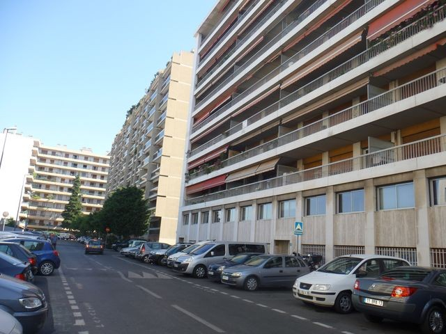 Location Appartement T3 MARSEILLE 1ER CAMILLE FLAMMARION A LA LOCATION - 3EME ETAGE - ASC - TERRASSE - CAVE - PARKING