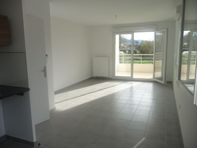 Location Appartement T3 MARSEILLE 13EME A 3 MINUTES DU VILLAGE DE CHATEAU GOMBERT - A LA LOCATION - RESIDENCE NEUVE - RDC AVEC TERRASSE SANS VIS A VIS - GARAGE - PARKING - AU CALME