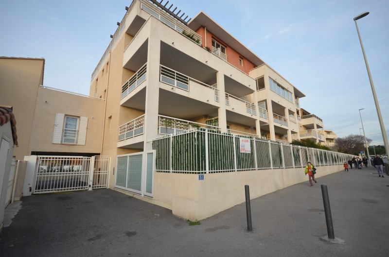 Location Appartement T3 MARSEILLE 13008 AVENUE ZENATTI A LOUER - RESIDENCE RECENTE - REZ DE JARDIN  - GARAGE - PARKING