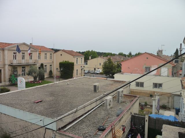 Location Appartement T2 PLAN DE CUQUES A LA LOCATION - DANS MAISON DE VLLE - 2EME ET DERNIER ETAGE - PROXIMITE TOUTES COMMODITES