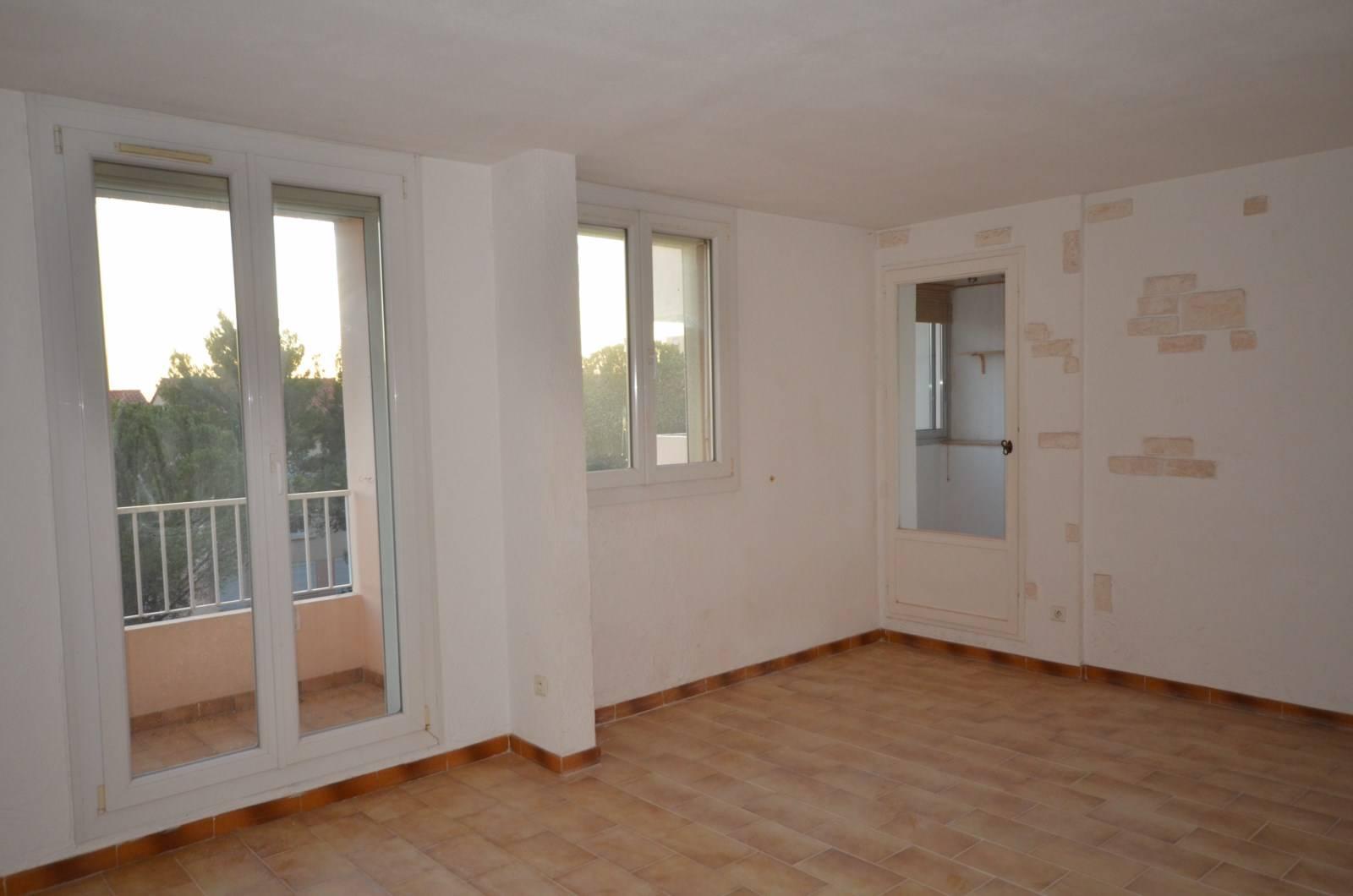 Vente Appartement T4 MARSEILLE 13013 LA BATARELLE HAUTE PETITE VUE MER - DANS RESIDENCE FERMEE- AU CALME