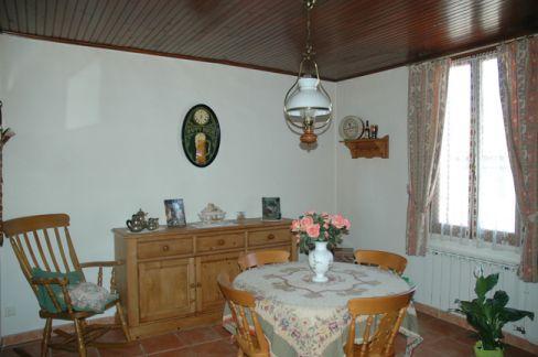 Vente Maison de village entièrement renovée, 3 chambres, bureau, cuisine équipée, buanderie, dégagement, garage, Marseille 13éme - Château Gombert