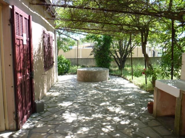 ventes villa marseille 13013 entre saint mitre et technopole chateau gombert maison a renover ou. Black Bedroom Furniture Sets. Home Design Ideas