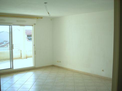 Location T4 MARSEILLE 13006 RUE BRETEUIL A LOUER - RESIDENCE FERMEE AVEC ESPACES VERTS - TERRASSE - GARAGE - CAVE