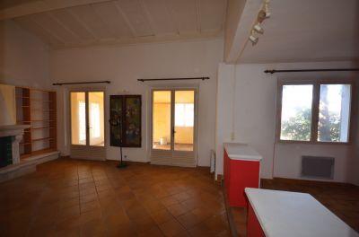 Vente LOCAUX COMMERCIAUX + TERRAIN DE 1500 m² AUPS 83 FACE A INTERMARCHE EMPLACEMENT N° 1