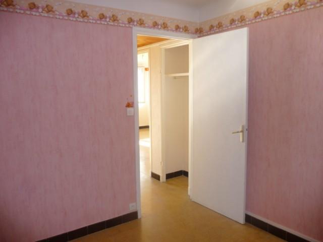 Location Appartement T3 AUBAGNE DANS PETIT IMMEUBLE DE 4 ETAGES 3EME ETAGE DOUBLE VITRAGE PROXIMITE COMMODITES ET TRANSPORTS EN COMMUNS