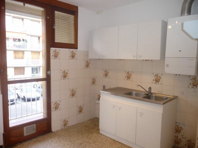 Location Appartement T2 MARSEILLE 13EME SAINT MITRE -  DANS RESIDENCE FERMEE -  RDC - CLIM - CAVE - PLACE DE PARKING PRIVEE - PROX TOUTES COMMODITES