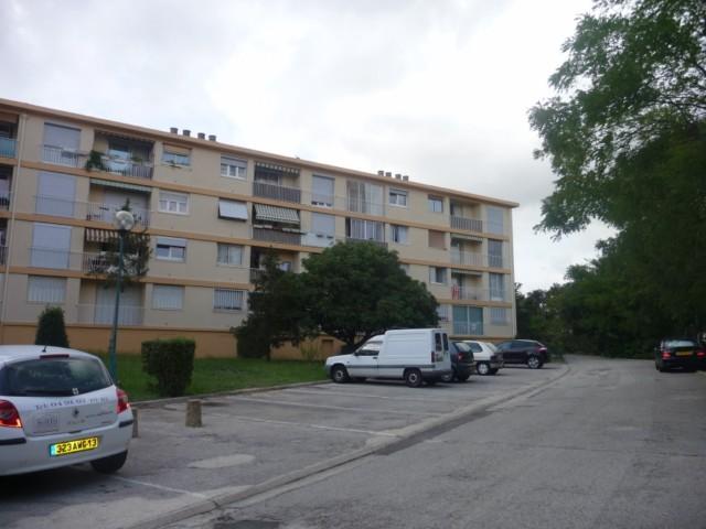 Location Appartement T3 MARSEILLE 13EME LA SAUVAGINE DANS PETIT IMMEUBLE -  3EME ETAGE SANS ASC - BALCON FERME - CAVE - CHAUFFAGE COLLECTIF