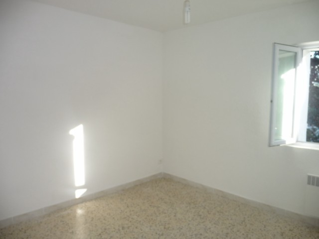 Location Appartement T3 ALLAUCH A LOUER - AU CALME - AU 1ER ETAGE D'UNE VILLA - GARAGE