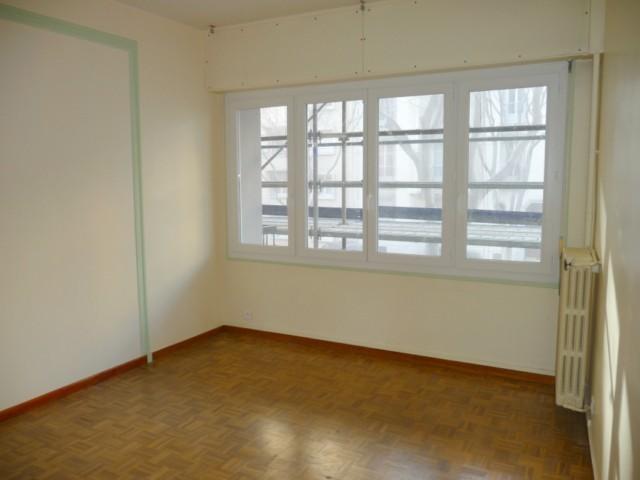 Location Appartement T4 MARSEILLE 5EME BD CHAVE 1ER ETAGE AVEC ASCENSEUR - BALCON - CAVE - PROX. TOUTES COMMODITES - POSSIBILITE PROFESSION LIBERALE