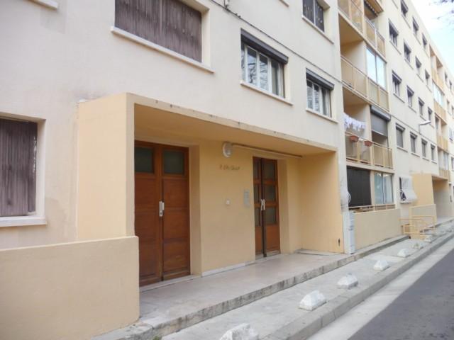 Location Appartement T3 MARSEILLE 13EME LA ROSE/LES VIEUX CYPRES A LOUER - RDC SURELEVE - BALCON - LOGGIA - PROX. TOUTES COMMODITES - FACILITE STATIONNEMENT - CAVE