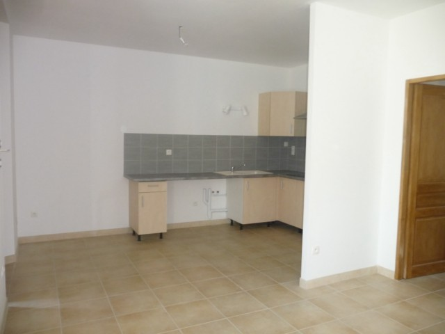 Location Appartement T3 MARSEILLE 13EME ST MITRE BAS DE VILLA ENTIEREMENT RENOVE - TERRASSE - JARDINET - PARKING PRIVE - AU CALME