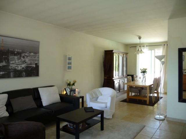 Location VILLA T4 PLAN DE CUQUES DANS SECTEUR PAVILLONNAIRE - 550m² DE TERRAIN AVEC PISCINE - GARAGE