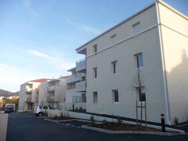 Location Appartement T3 MARSEILLE 13013 LA CROIX ROUGE LIMITE ALLAUCH A LA LOCATION -  PETITE RESIDENCE FERMEE  NEUVE - REZ DE JARDIN - TERRASSE - 2 PARKINGS - PROX. TOUTES COMMODITES