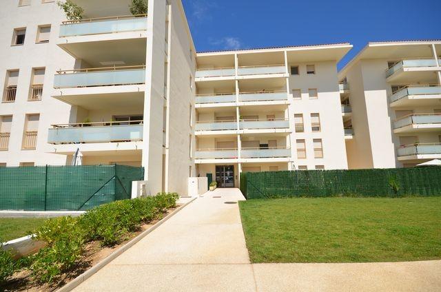 Location Appartement T2 MARSEILLE 13012 LES TROIS LUCS A LA LOCATION - RESIDENCE FERMEE RECENTE - 2EME ETAGE - ASC - BALCON - PARKING PRIVE - PROX. ECOLES BUS COMMERCES