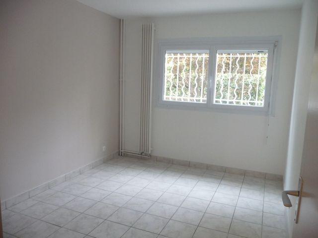 Location Appartement T3/4 PLAN DE CUQUES AU COEUR DU VILLAGE  A LOUER - RDC AVEC BALCON ET JARDINET - CAVE - GARAGE - AU CALME