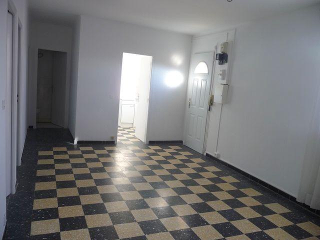 Location Appartement T3 MARSEILLE 13013 ST MITRE A LOUER - PETIT IMMEUBLE - DERNIER ETAGE - FACILITE STATIONNEMENT