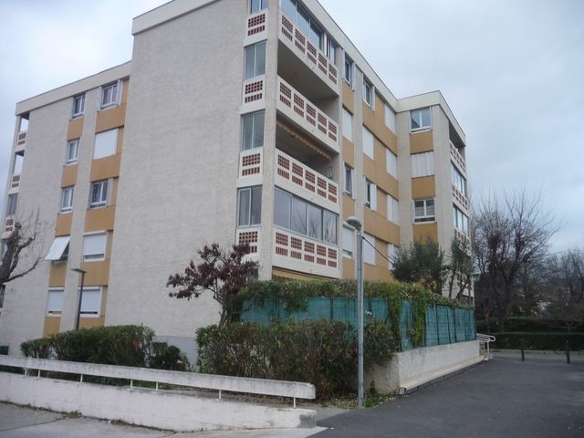 Location Appartement T3 PLAN DE CUQUES A LA LOCATION - PETITE RESIDENCE - REZ DE JARDIN - PROXIMITE TOUTES COMMODITES