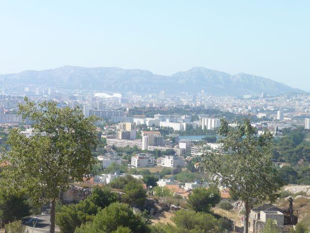 Location Appartement T4 MARSEILLE 13EME SUR LES HAUTEURS DE ST MITRE/LA BATARELLE HAUTE - A LA LOCATION - RESIDENCE AU CALME - DUPLEX - JARDINET - BALCON - VERANDA - GARAGE - CAVE