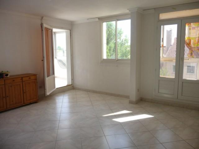 Vente Appartement T5 MARSEILLE 13EME SUR LES HAUTEURS DE ST MITRE DANS PETITE RESIDENCE FERMEE - PROXIMITE ECOLES BUS COMMERCES -  BALCON - LOGGIA - CAVE 40m²