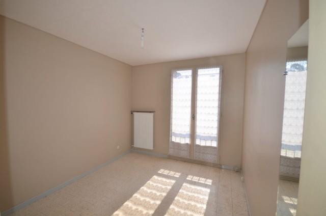 Vente Appartement T3 MARSEILLE 13EME PROXIMITE LES MARTEGAUX DANS PETIT IMMEUBLE DE 4 ETAGES - SPACIEUX T3 AU 3EME ETAGE - LOGGIA - CAVE