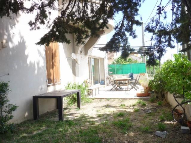 Vente BAS DE VILLA T4 MARSEILLE 13013 ST MITRE A LA VENTE -  JARDIN PRIVATIF - GARAGE - AU CALME